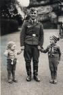 Lehrer Closhen in Urlaub mit Soehnen Dieter und Uwe  Maerz 1941