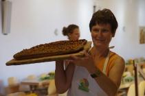 Ilona bringt den ersten Zwetschgenkuchen