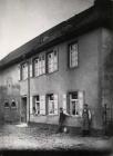 Das Wohnhaus von Karl Germann 1912  Von li  Philipp, Fritz, Karoline, Karl Germann