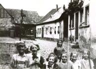 Im Winkel  Von links - 1  Hermann Krause, 2 , 3  Edith Buch, 4  Emmi Buch (hinten), 5 ,6 , 7 Ilse Krause