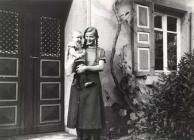 Haus von Elise Germann  Hanna Mohr, kleines Kind Irma Heß